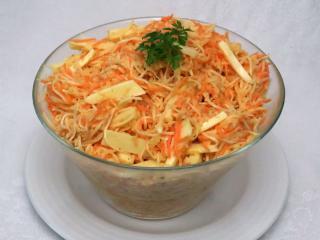Selerowo marchewkowa surówka z serem