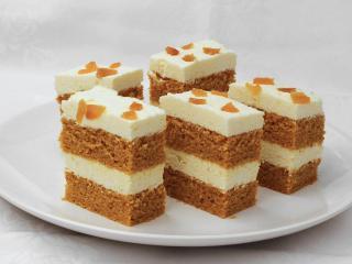 Marchewkowe ciasto z twarogiem