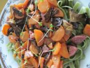 Szpinakowe tagliatelle z kiełbasą i grzybami