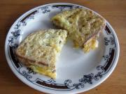 Chleb w serowym jajku