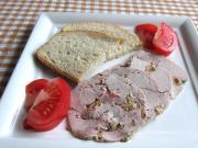 Domowa szynka wieprzowa z oliwkami