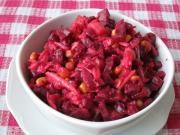 Ćwikłowa sałatka z owocami i kukurydzą