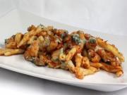 Makaron zapieczony z kalafiorem, pieczarkami i serem Gorgonzola