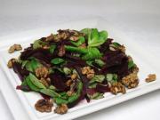 Polna sałatka z ćwikłą i orzechami
