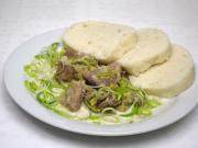 Wieprzowe kawałki w porowym sosie