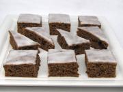 Śliwkowo-czekoladowe ciasto z cytrynową polewą