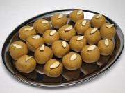 Kuleczki z ciecierzycy z migdałami