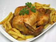 Pieczony kurczak w papryce z frytkami