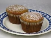 Maślankowe muffiny ze śliwkowym dżemem