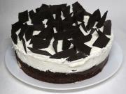 Śmietanowy tort z twarogowymi kuleczkami
