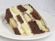 Tort szachownica z mascarpone i bananami