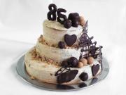 Trzypiętrowy kasztanowy tort